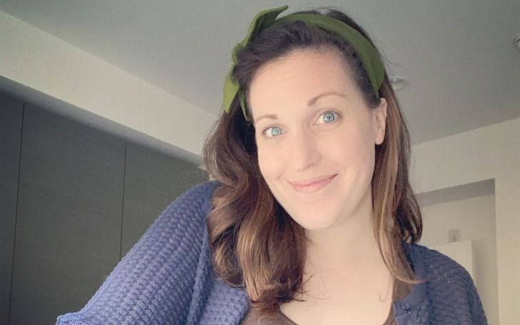 Allison Tolman in a blue sweater poses for a selfie.