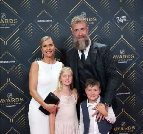 Tabea Pfendsack in a white dress with children and husband Joe Thornton.