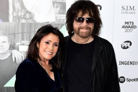 Camelia Kath in a black t-shirt poses a picture with her fiance Jeff Lynne.