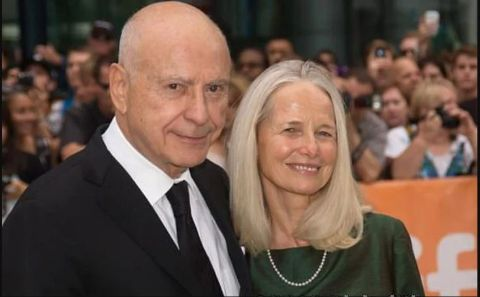 Jeremy Yaffe poses a picture with Alan Arkin at an event.