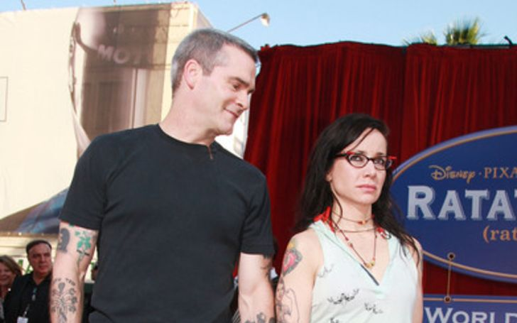 Brody Tate poses a picture in black t-shirt with wife Janeane Garofalo.