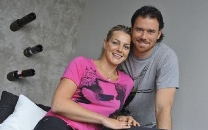 Tabea Pfendsack in pink t-shirt poses with husband Joe Thornton.