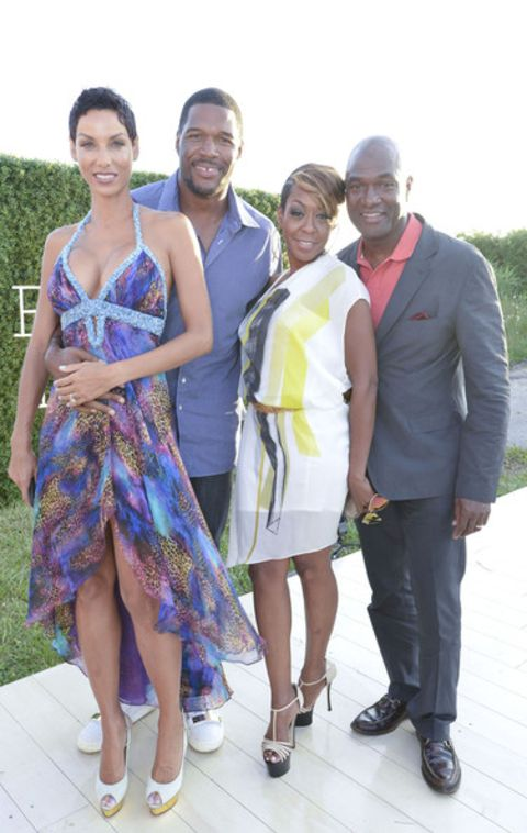 Wanda Hutchins and her ex-husband Michael Strahan with their kids pose for  a picture.