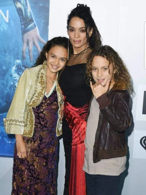 Lola Lolani Momoa poses a picture with her mother and sister,
