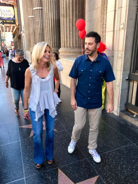 Tracy Smith and Jimmy Kimmel poses for a picture.