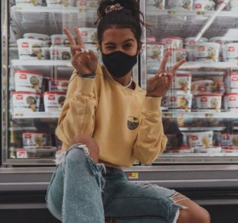Klailea Bennett is a YouTuber who have massive followers on her social accounts.