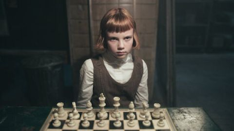Isla Johnston is a child actress from The Queen's Gambit