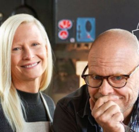 Alton Brown married his first wife, Deanna Collins, in 1994, whom he met during his early days being a cameraman in film and television productions.