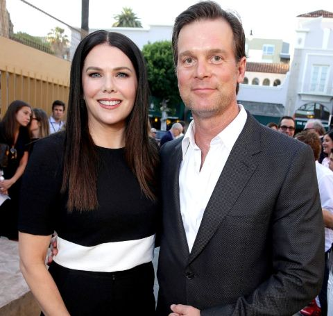 Peter Krause shared a romantic relationship with gorgeous actress Lauren Graham.