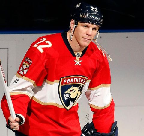 Shawn Thornton is married life to Erin Thornton.