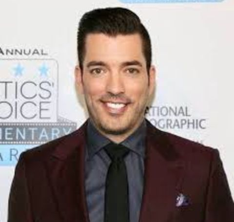 Talking about Kelsy Ully's finances, the ex-wife of Jonathan Scott holds an estimated net worth of $500 thousand.