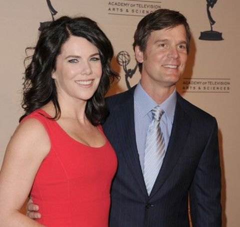 The Evan Almighty cast Lauren Graham has been in a relationship with the fellow actor Peter Krause.
