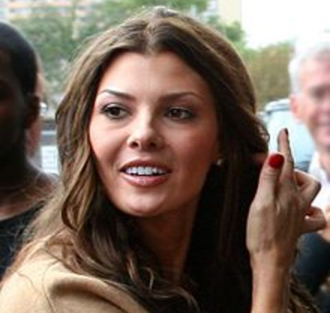 The millionaire Ali Landry is an American actress, model, and beauty pageant titleholder who won Miss USA 1996.