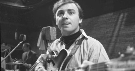 Gerry Marsden was the leader of 'Gerry and the Pacemakers,' one of the famous music groups in the 1960s.