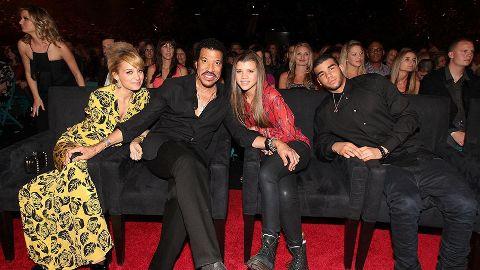Lionel Richie with his children