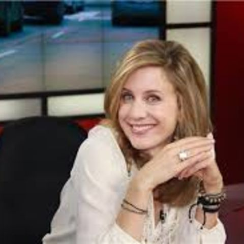 Liza Fromer makes huge amount from her job as Tv personality.