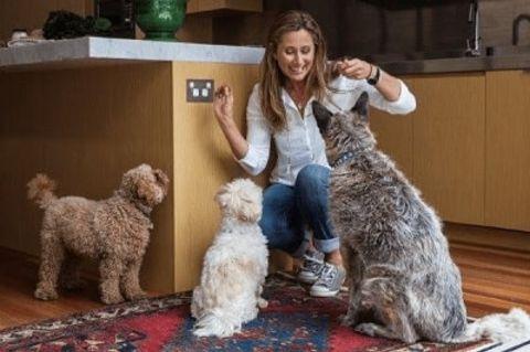 Annabelle Selleck loves dogs