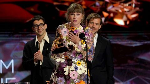 Taylor Swift Thanks Ryan Reynolds and Blake Lively In Her Grammy's Speech Win
