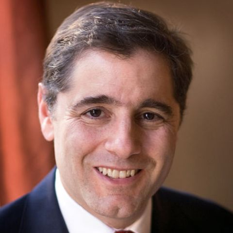 Julius_Genachowski income is mostly derived from his success as a lawyer.
