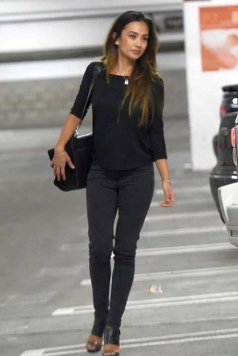 Ria Sommerfeld is walking on a road with her bag.
